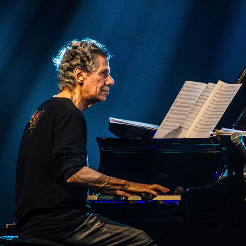 Photo de Chick Corea au piano.